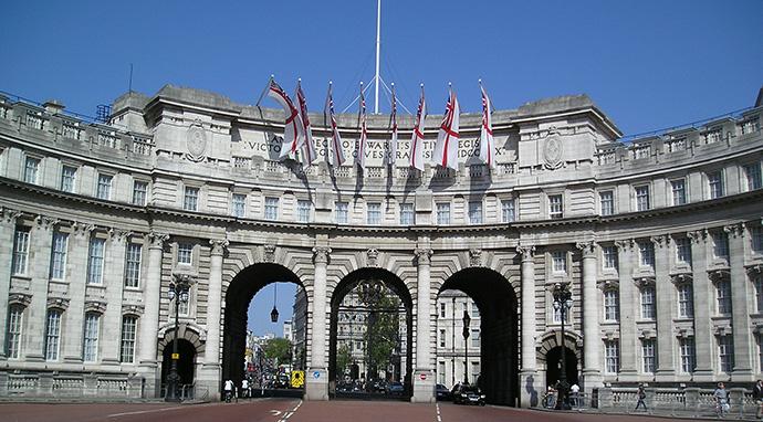 Admiralty Arch feat Армани взялся за дизайн Лондона