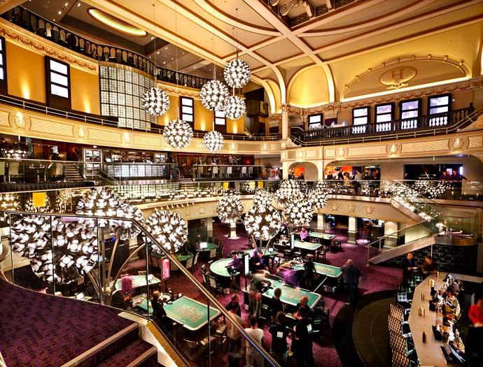 сотрудники казино