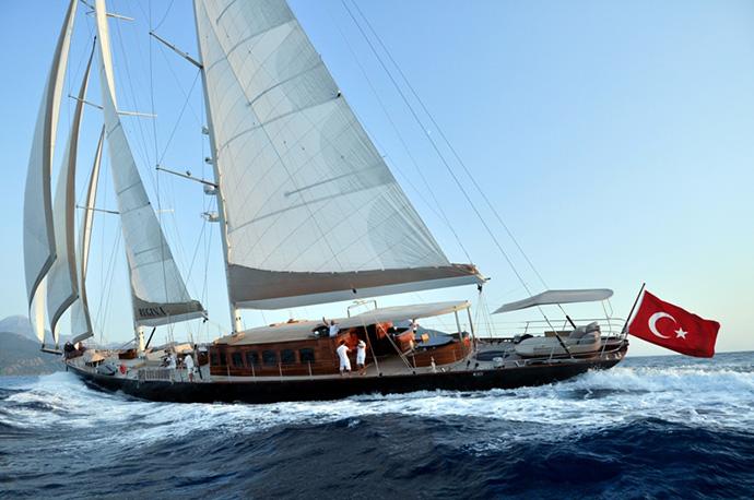Sailing-yacht-REGINA