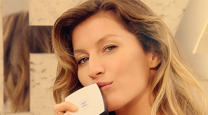 Gisele-Bundchen-Les-Beiges-Chanel-feat