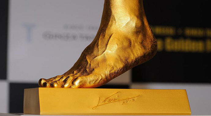 Solid-gold-Lionel-Messi-foot