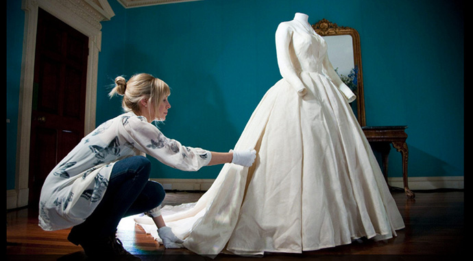 KENSINGTON-PALACE-THE-ROYAL-WEDDING-DRESSES