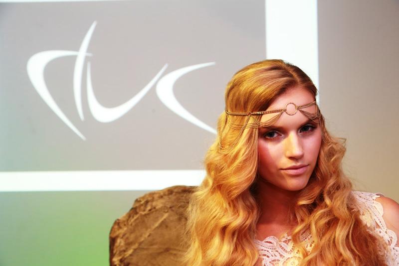 Julia-Cameron---Model