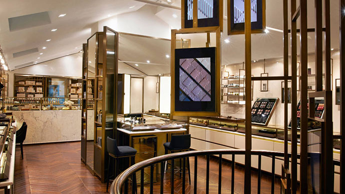 BURBERRY-COVENT-GARDEN-STORE-INTERIOR-lg