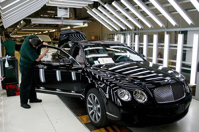 Bentley-Flying-Spur-under-construction