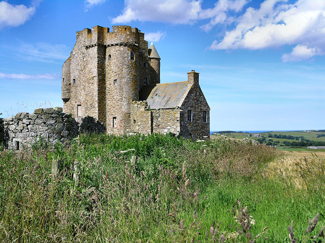 ruined-Inchdrewer-Castle-in-Aberdeenshire-
