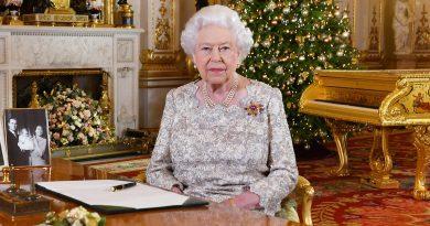 Пожелания к Рождеству от знаменитостей и королевской семьи