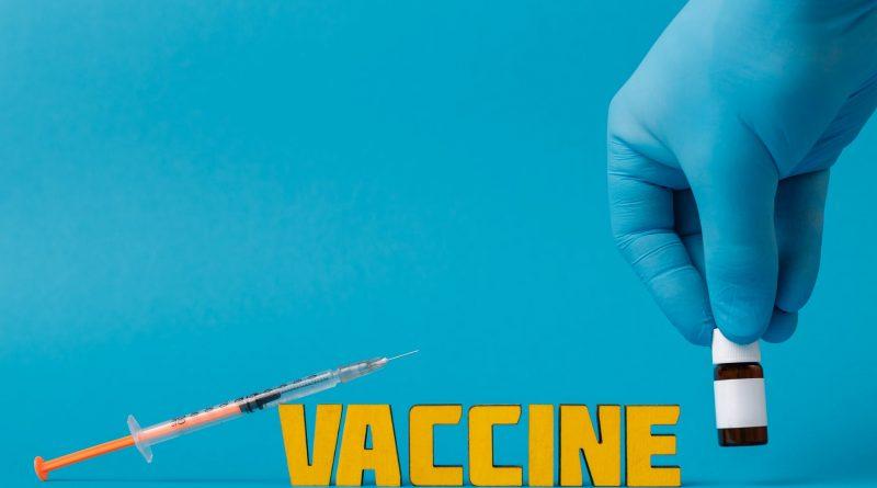 План по вакцинации жителей Великобритании 50+ выполнен раньше срока