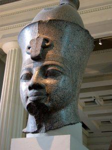 Гранитная голова Аменхотепа III в Британском музее, Лондон