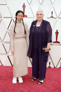 Хлоя Чжао и Шарлин Суонки  Фото: A.M.P.A.S. via Getty Images