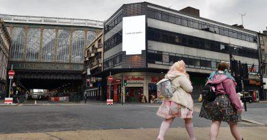 Yoko Ono, I LOVE YOU EARTH. Glasgow Central Station digital billboard. Photo_Mark Runnacles_PA Wire (4)