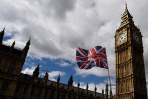 Великобритания ослабляет карантинные ограничения
