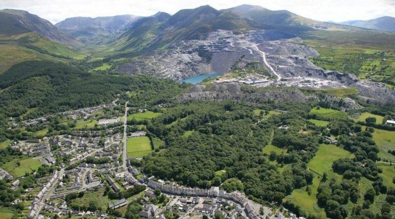 Сланцевый ландшафт на северо-западе Уэльса