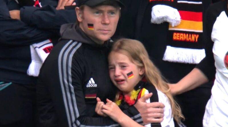 Британцы собрали £36 000, чтобы утешить плачущую болельщицу из Германии