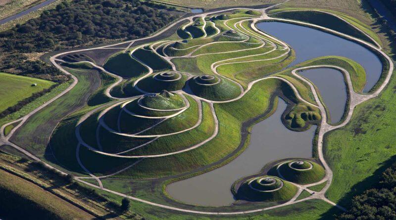 необычный парк в Шотландии The Garden of Cosmic Speculation