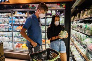 Ходите в магазин со списком продуктов и на полный желудок
